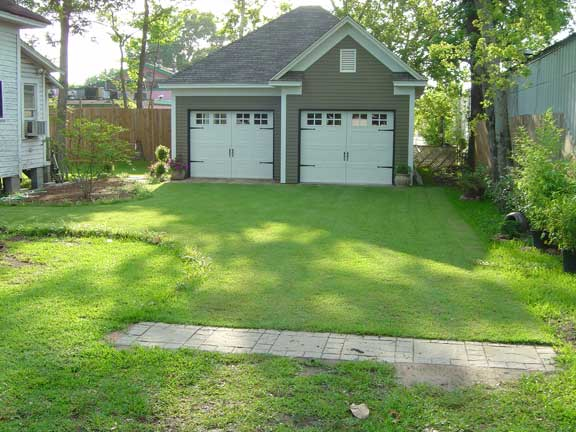 Green grass driveways and paths create a green space on your driveway do it yourself or professionally installed with so many options a while back i wrote about green driveways and solutioingenieria Images